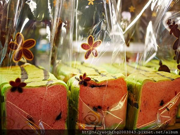 1436449390 463885380 n - 台中大里 潘朵拉西點 夏天就是要吃西瓜啊,不然要幹嘛!台中也有2015超人氣的西瓜土司了,不用再跑宜蘭吉米、新竹或花蓮了