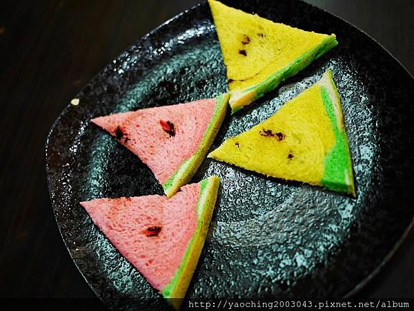 1436449409 214724763 n - 台中大里 潘朵拉西點 夏天就是要吃西瓜啊,不然要幹嘛!台中也有2015超人氣的西瓜土司了,不用再跑宜蘭吉米、新竹或花蓮了