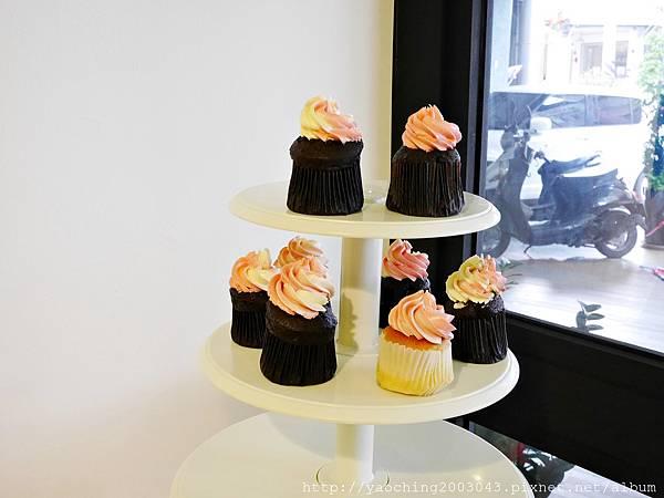 1436803728 2064023912 n - 台中西區 威廉公主 原阿烈仔冰換了新店了,不只賣蛋糕咖啡還有專屬婚禮規畫設計,生乳捲口感滑順不膩,小小兵蛋糕捲為暢銷品