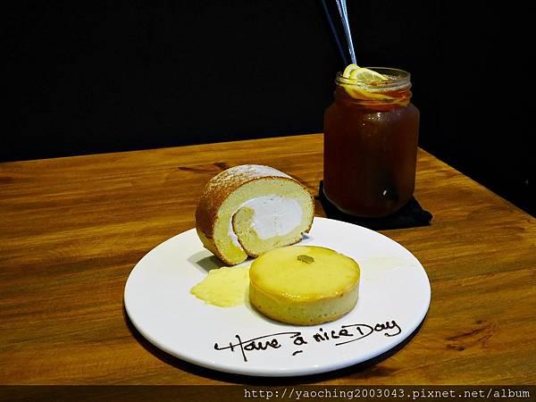 1436803745 2890957354 n - 台中西區 威廉公主 原阿烈仔冰換了新店了,不只賣蛋糕咖啡還有專屬婚禮規畫設計,生乳捲口感滑順不膩,小小兵蛋糕捲為暢銷品