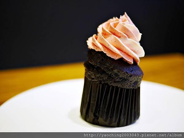 1436803781 1662886190 n - 台中西區 威廉公主 原阿烈仔冰換了新店了,不只賣蛋糕咖啡還有專屬婚禮規畫設計,生乳捲口感滑順不膩,小小兵蛋糕捲為暢銷品