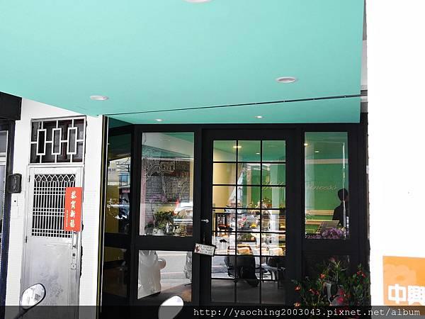 1436803791 301534912 n - 台中西區 威廉公主 原阿烈仔冰換了新店了,不只賣蛋糕咖啡還有專屬婚禮規畫設計,生乳捲口感滑順不膩,小小兵蛋糕捲為暢銷品
