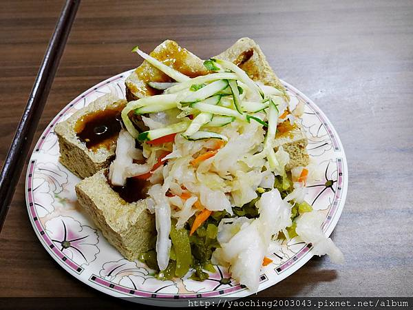1438416831 1502671929 n - 台中北區 廟口阿嬤臭豆腐,來自苗栗通霄的40年美味在台中也能吃得到,臭豆腐與豬血湯真的不錯