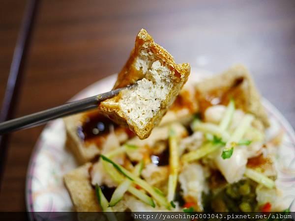 1438416842 3776903748 n - 台中北區 廟口阿嬤臭豆腐,來自苗栗通霄的40年美味在台中也能吃得到,臭豆腐與豬血湯真的不錯