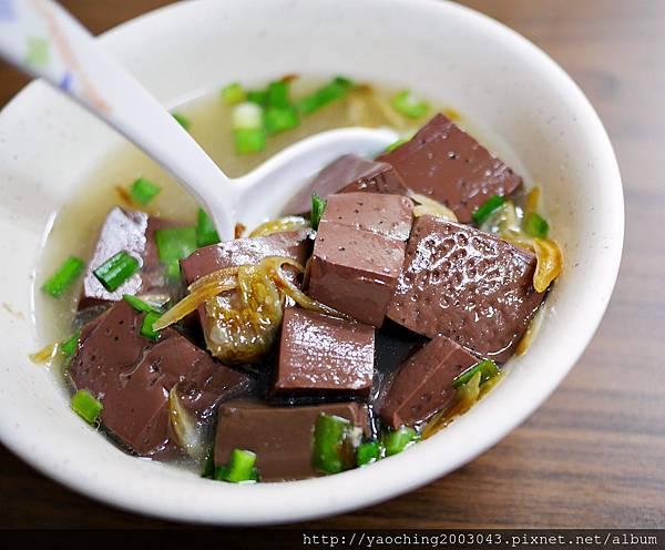 1438416847 2721227840 n - 台中北區 廟口阿嬤臭豆腐,來自苗栗通霄的40年美味在台中也能吃得到,臭豆腐與豬血湯真的不錯