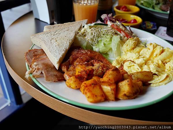 1438520382 3480307360 n - 台中北屯 Olimato奧樂美特美式早午餐,寧靜的小街供應的只有飽到不行的早午餐,小鳥胃只能搖頭