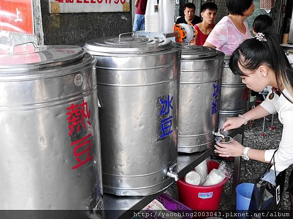 1440603007 1671991196 n - 台中東區 無名人氣湯包,每天都有排不完的隊伍,招牌湯包肉汁多到可以用吸管弄成隨手包帶走
