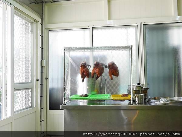 1440848668 1890859157 n - 台中北屯 海南雞飯13號店鋪,鄰近太原車站與三光國中的低調店家,店裡主打的海南白雞與脆皮燒雞都很不錯,脆皮燒雞推薦吃