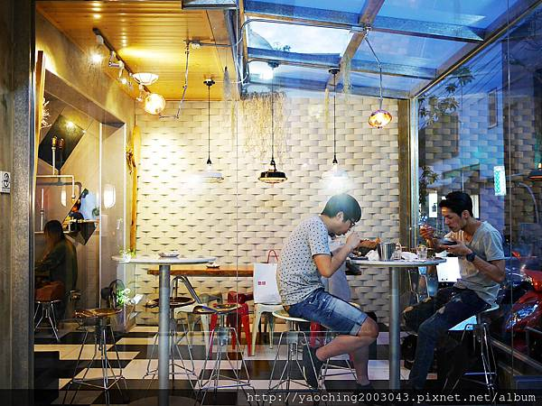 1441768559 2339079878 n - 【熱血採訪】台中西區 KATZ卡司美韓創意料理,鬧區中的食尚酒館,韓式炸雞不再小,每個都是大塊頭,飯糰還要自捏