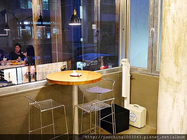 1441768569 2090693415 n - 【熱血採訪】台中西區 KATZ卡司美韓創意料理,鬧區中的食尚酒館,韓式炸雞不再小,每個都是大塊頭,飯糰還要自捏