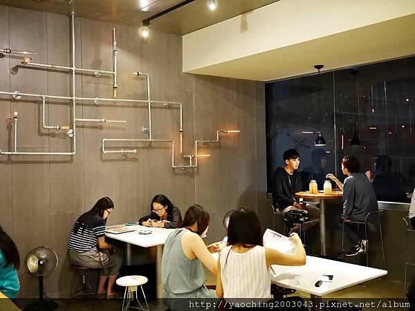 1441768573 3773881294 n - 【熱血採訪】台中西區 KATZ卡司美韓創意料理,鬧區中的食尚酒館,韓式炸雞不再小,每個都是大塊頭,飯糰還要自捏