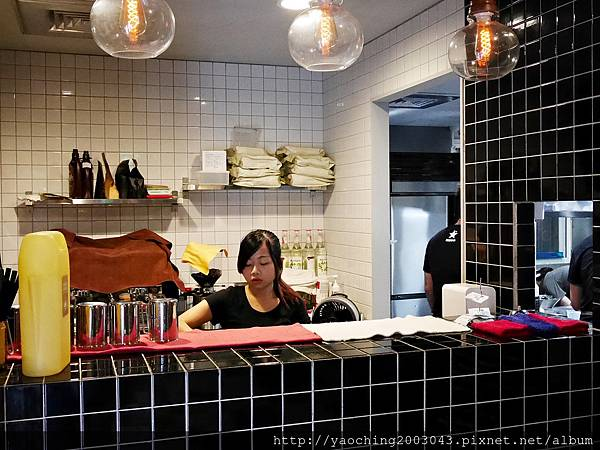 1441768579 2784236765 n - 【熱血採訪】台中西區 KATZ卡司美韓創意料理,鬧區中的食尚酒館,韓式炸雞不再小,每個都是大塊頭,飯糰還要自捏