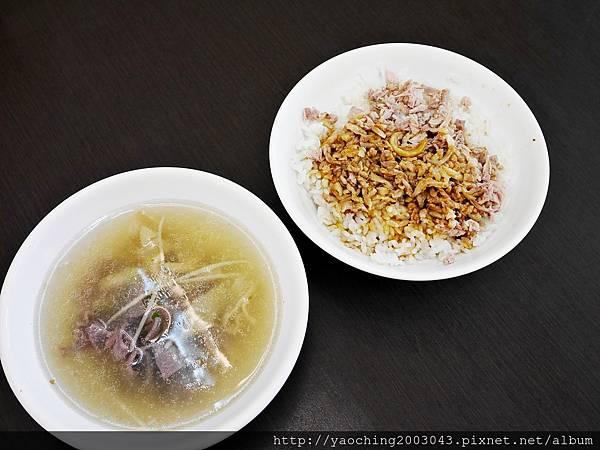 1443448425 3699795819 n - 台中西屯 北港王鴨肉飯,來自北港的傳統好味道,鹹香醬汁搭上鴨肉絲來拌飯,一口口不要停