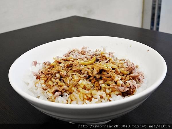 1443448430 3238134119 n - 台中西屯 北港王鴨肉飯,來自北港的傳統好味道,鹹香醬汁搭上鴨肉絲來拌飯,一口口不要停