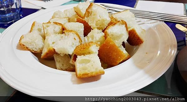 1445273465 908228690 n - 台中西區 波西塔諾義式料理,手工馬鈴薯麵疙瘩蓋美味,別忘了來份主廚特製甜點,喜歡剪不斷牽絲感的起士鍋等著你
