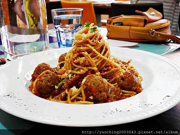 1445273500 369411768 n - 台中西區 波西塔諾義式料理,手工馬鈴薯麵疙瘩蓋美味,別忘了來份主廚特製甜點,喜歡剪不斷牽絲感的起士鍋等著你