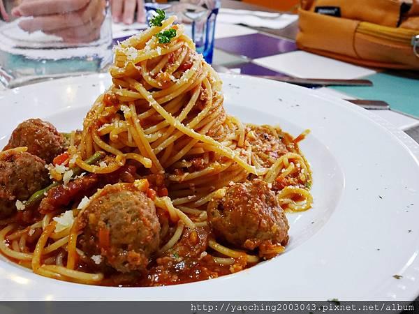 1445273504 3204175261 n - 台中西區 波西塔諾義式料理,手工馬鈴薯麵疙瘩蓋美味,別忘了來份主廚特製甜點,喜歡剪不斷牽絲感的起士鍋等著你