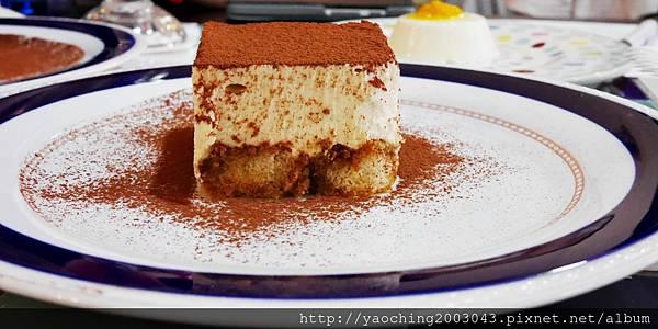 1445273510 3769803335 n - 台中西區 波西塔諾義式料理,手工馬鈴薯麵疙瘩蓋美味,別忘了來份主廚特製甜點,喜歡剪不斷牽絲感的起士鍋等著你