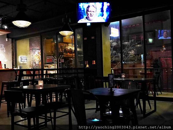 1445659361 1200824606 n - 【熱血採訪】台中北區 EMMA'S CAFE中醫商圈的餐飲新秀,適合多人共享及朋友聚會,夜晚喜歡喝一杯的人也別錯過了