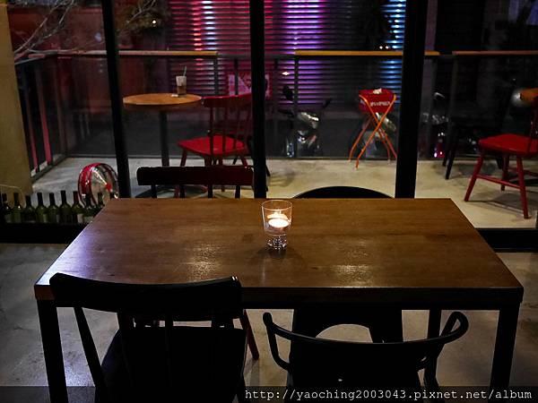 1445659366 846000006 n - 【熱血採訪】台中北區 EMMA'S CAFE中醫商圈的餐飲新秀,適合多人共享及朋友聚會,夜晚喜歡喝一杯的人也別錯過了