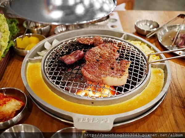 1445790394 1226802082 n - 台中北區 姜虎東678白丁燒肉,肉類部分都蠻推薦的,唯獨副餐有些弱,餐廳雞蛋料理頗多的請小心服用,蛋捲夭壽大