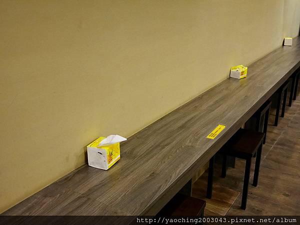 1446987407 1934962503 n - 【熱血採訪】台中逢甲 鐵味食堂,打破一般便當店的傳統印象,提供一個方便快速兼具美味的餐盒,秋刀魚正逢時令不吃可惜喔!