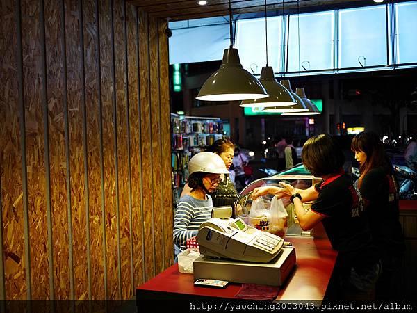 1446987416 955271176 n - 【熱血採訪】台中逢甲 鐵味食堂,打破一般便當店的傳統印象,提供一個方便快速兼具美味的餐盒,秋刀魚正逢時令不吃可惜喔!