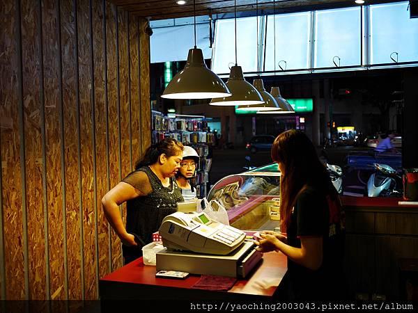 1446987418 3248221003 n - 【熱血採訪】台中逢甲 鐵味食堂,打破一般便當店的傳統印象,提供一個方便快速兼具美味的餐盒,秋刀魚正逢時令不吃可惜喔!