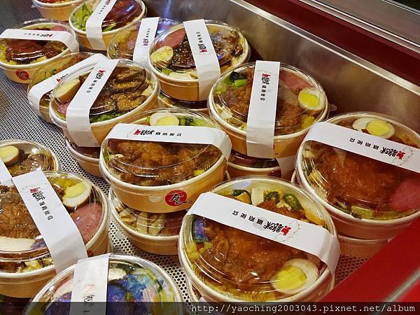 1446987424 712415155 n - 【熱血採訪】台中逢甲 鐵味食堂,打破一般便當店的傳統印象,提供一個方便快速兼具美味的餐盒,秋刀魚正逢時令不吃可惜喔!