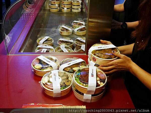 1446987430 1553696383 n - 【熱血採訪】台中逢甲 鐵味食堂,打破一般便當店的傳統印象,提供一個方便快速兼具美味的餐盒,秋刀魚正逢時令不吃可惜喔!