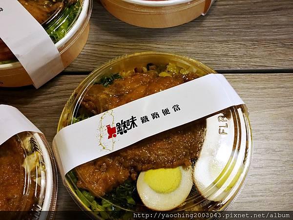 1446987432 1925748552 n - 【熱血採訪】台中逢甲 鐵味食堂,打破一般便當店的傳統印象,提供一個方便快速兼具美味的餐盒,秋刀魚正逢時令不吃可惜喔!