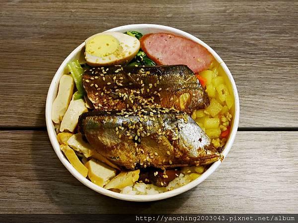 1446987436 2045335038 n - 【熱血採訪】台中逢甲 鐵味食堂,打破一般便當店的傳統印象,提供一個方便快速兼具美味的餐盒,秋刀魚正逢時令不吃可惜喔!