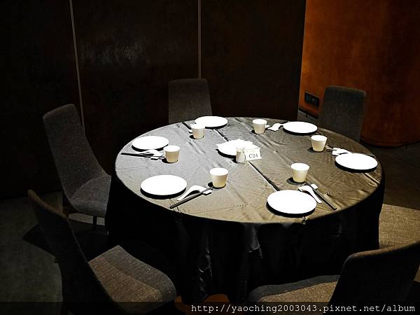 1449994959 2900715288 n - 台中西屯 与玥樓(晚上篇) 世界廚神陳偉強師傅領軍,在台中公益路底挑戰饕客的味蕾,烤鴨需要預定喔,28天的妙齡鴨適合2-3人