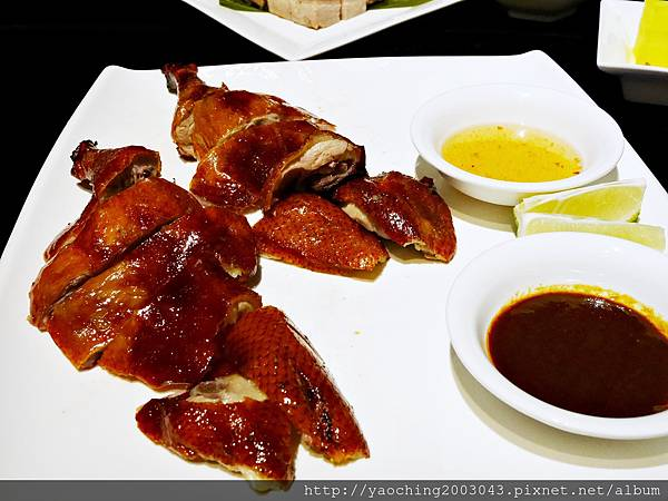1449995051 179720483 n - 台中西屯 与玥樓(晚上篇) 世界廚神陳偉強師傅領軍,在台中公益路底挑戰饕客的味蕾,烤鴨需要預定喔,28天的妙齡鴨適合2-3人