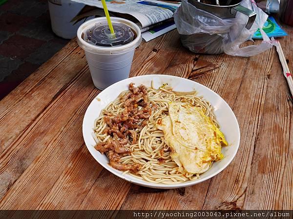 1451148633 1432396466 n - 台中西屯 漢口路無名餐車,以特製的大份量鐵板麵陪伴許多人走過年輕歲月,除了鐵板麵之外其他餐點聽說也厲害