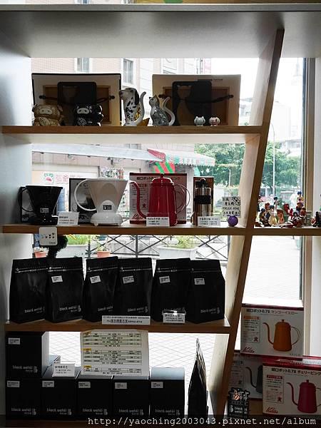 1454467805 2545770338 n - 【熱血採訪】台中西屯 黑水工廠,有性格店貓陪伴的巷弄音樂咖啡,非常適合愛貓一族前來,招牌司康搭配手工果醬相當合味