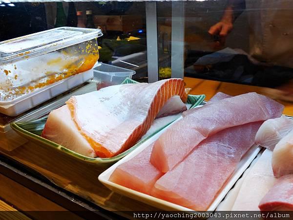 1457015413 3172434260 n - 台中西屯 倚樂屋立食壽司,市警總局後的高CP值人氣店家,招牌海鮮丼是這裡的入門款,每碗現煮的新鮮魚湯可以免費續,店面位置不多建議先訂位為佳