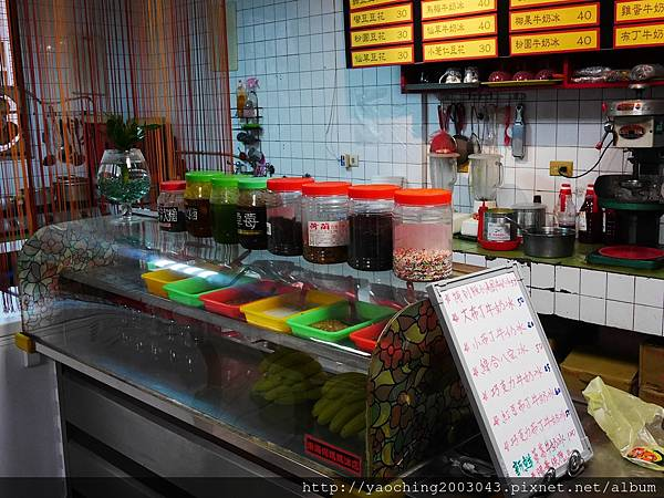 1459601705 2171725259 n - 台中西屯 東海何媽媽冰店,陪伴學生走過數十年的人氣小巷店家,大碗芒果牛奶冰接力登場
