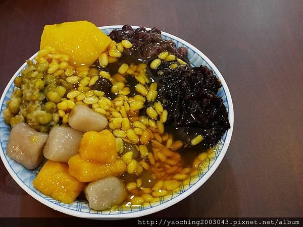 1473868000 2257910018 n - 【熱血採訪】台中西區 金華61鴉片綠豆蒜,榮獲2012台南最佳傳統美食,是綠豆蒜不是大蒜,桂花香的水果冰也清爽美味