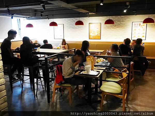 1478967945 909557235 n - 台中北區 Mom's Touch,韓國來的知名速食落腳一中商圈,東西不錯吃,唯有服務尚須改進