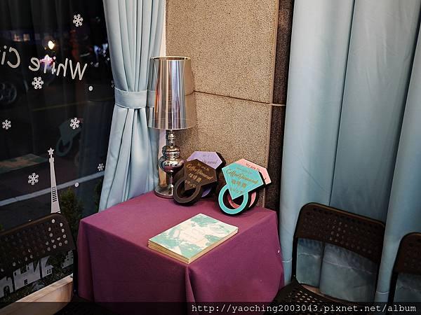 1480818000 3483446718 n - 【熱血採訪】台中東區 咖啡鑽,知名鬆餅專賣店推出耶誕817套餐,這個特別的日子裡讓我們用愛抱一起吧!周末下午四點後可來電詢問是否可預約。近大魯閣新時代、
