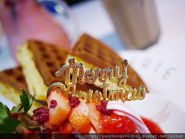 1480818072 3752383296 n - 【熱血採訪】台中東區 咖啡鑽,知名鬆餅專賣店推出耶誕817套餐,這個特別的日子裡讓我們用愛抱一起吧!周末下午四點後可來電詢問是否可預約。近大魯閣新時代、