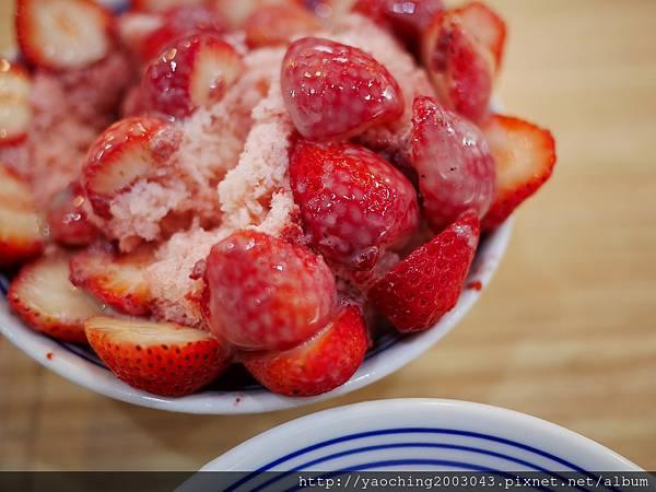 1486874130 1212300995 n - 台中北區 有春冰菓室 草莓季的粉色風暴來襲,越呷越有春,新的一年就要揚莓吐氣,滿滿草莓覆蓋外還有大冰淇淋