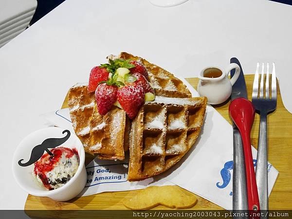 1487469169 1697554074 n - 【熱血採訪】台中西屯 Who's tea鬍子茶,2月草莓季推出限量草莓特餐,草莓拿鐵、草莓帕里尼就是要粉,鄰近逢甲商圈、星享道酒店對面