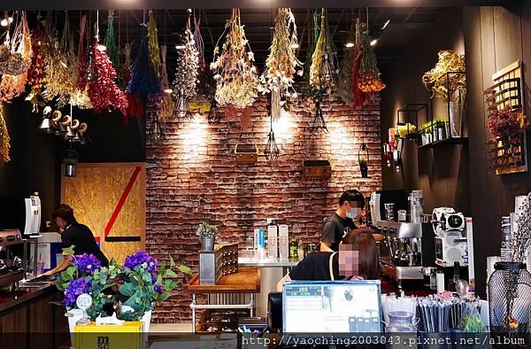 1492659910 894602922 n - 台中西屯 茶工業現萃茶飲,來自台南的乾燥花系茶店台中試賣中,陽光下的乾燥花會更好看,IG女孩專屬,自拍拉花五月開始服務,近西屯路與福雅路口