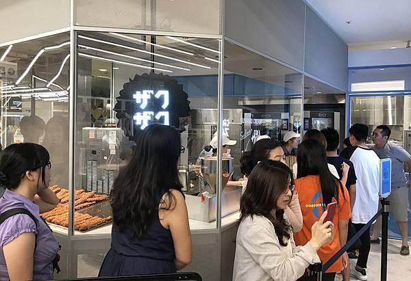 1505552788 2015648036 n - 台中西屯 ZAKUZAKU棒棒泡芙台中店,9/15~10月底萌雪棒棒泡芙限定發售,每日只有180個,另外吃完泡芙也可以逛逛LINE FRIENDS,與熊大合拍
