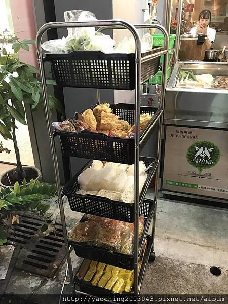1506572451 4007678423 n - 台中北區 鳥榕頭滷味,勤益科大的知名滷味駕到,主打醬汁多口味外,路邊攤店面將用餐環境也設計如餐廳般舒適