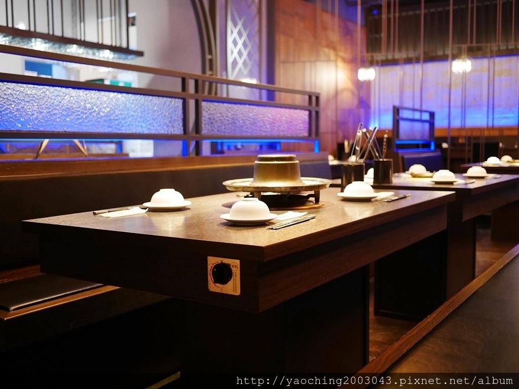 1547622944 3533526737 - 熱血採訪l 台中西屯 悅上引鍋物燒肉,和牛火烤兩吃搭配星巴克咖啡及飲料喝到飽,就連副餐食材也令人上癮
