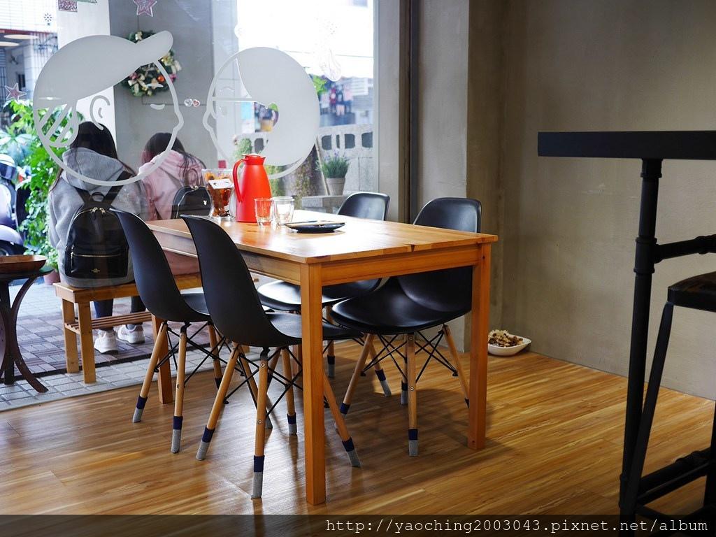 1549181605 3346159329 - 台中北區 渼金日食,一對小夫妻和法鬥經營的文青咖哩店,美味又好停車