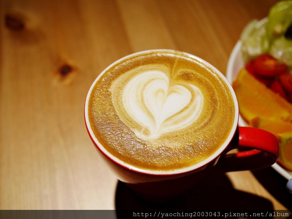1549181791 1970002186 - 熱血採訪│台中市區的高樓夜景咖啡也開賣早午餐,凱度咖啡XDevotee微創業的共享空間也開放租借包場使用